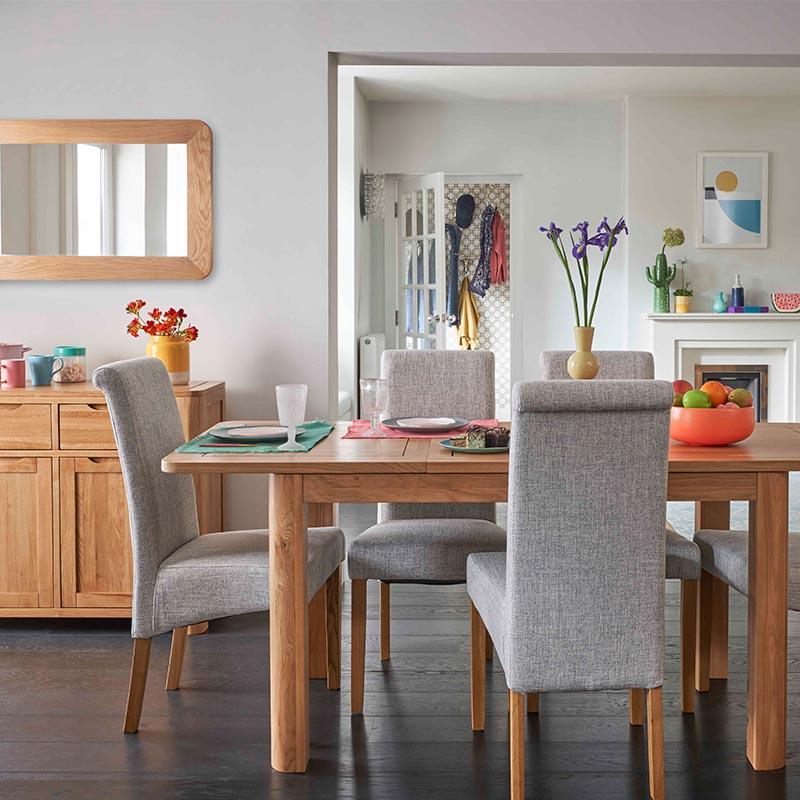 How to choose the right dining table and chairs for your home
