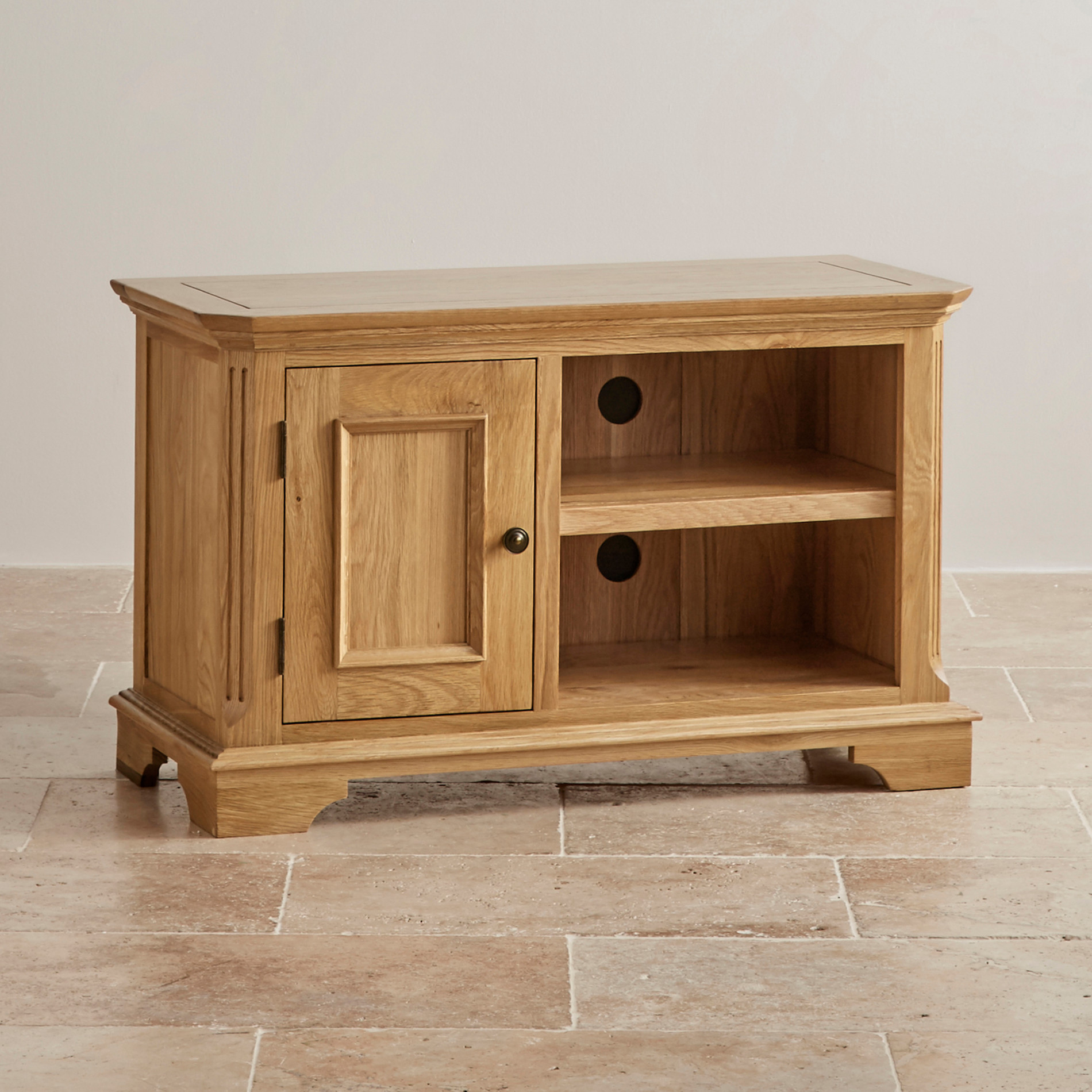 Edinburgh small tv cabinet in solid oak oak furniture land for Solid oak furniture