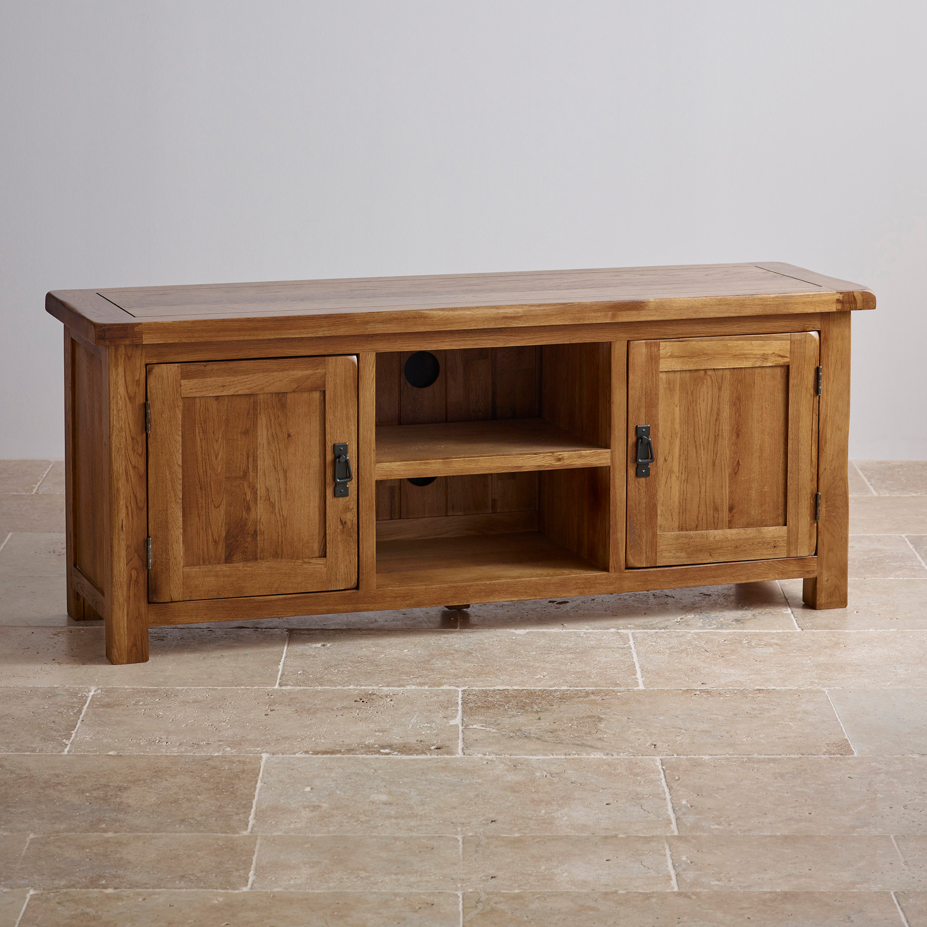 Pemberton Solid Chunky Oak Living Room Furniture Lamp Sofa: Original Rustic Wide TV Cabinet In Solid Oak